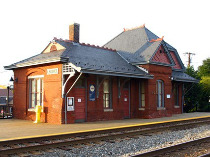 Laurel_train_station_by_Bossi_on_flickr-600